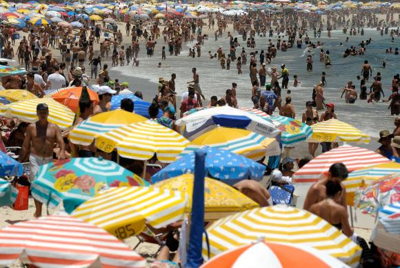 Os cuidados para diminuir os riscos são: realizar atividade física, evitar ambientes muito quentes e a exposição direta ao sol. Foto: Fernando Frazão/Agencia Brasil