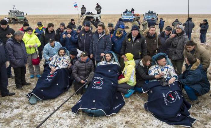 Astronautas aterrissam no Cazaquistão, após quase um ano em estação espacial. Foto: Bill Ingalls/Nasa (Astronautas aterrissam no Cazaquistão, após quase um ano em estação espacial. Foto: Bill Ingalls/Nasa)