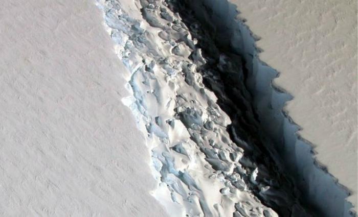 Imagem da rachadura que pode desprender o iceberg da Antártida. Foto: Nasa/Reprodução (Imagem da rachadura que pode desprender o iceberg da Antártida. Foto: Nasa/Reprodução)