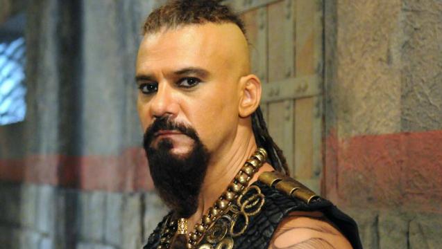 O ator interpretou o feiticeiro Balaão na segunda temporada de Os dez mandamentos. Foto: Record/Divulgação