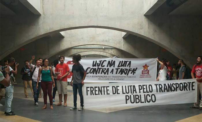 Na semana passada, grupo protestou contra o aumento das passagens no Centro de Convenções. Foto: Tânia Passos/DP