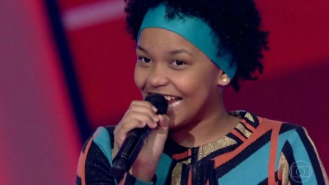 Franciele, de 14 anos, cantou Maria Maria e encantou Milton Nascimento, compositor da música. Foto: Rede Globo/Reprodução