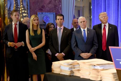 Trump contou ter assinado os documentos dando total e completo controle para os filhos antes de organizar tudo com sua advogada. AFP Timothy A. CLARY
