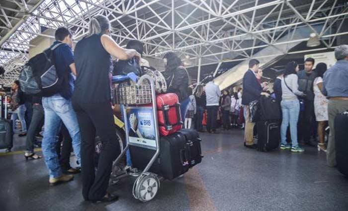 Brasília - A expectativa é de que as viagens nos fins de semana prolongados injetem R$ 21 bilhões a mais na economia em 2017. Foto: José Cruz/Agência Brasil