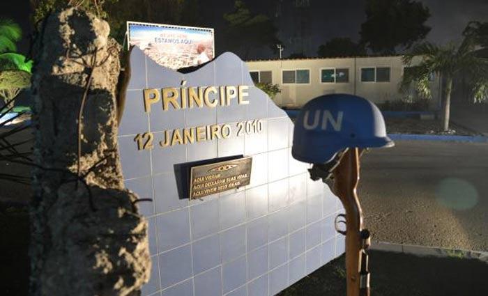 Porto Principe (Haiti) - Monumento inaugurado em 12 de janeiro de 2011, um ano após o terremoto, em homenagem aos militares mortos. Foto: Marcello Casal Jr./Agência Brasil