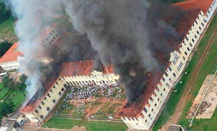 A unidade abriga quase 1,5 mil detentos do regime semiaberto e a revolta se espalhou pelos três pavilhões. Foto: Mídia Ninja/Facebook/Reprodução