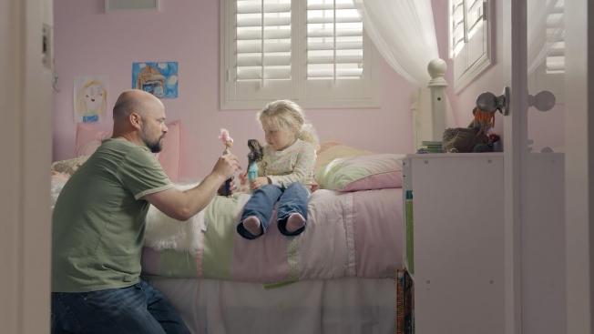De acordo com a vice-presidente de marketing da empresa, a campanha utilizou exemplos reais de pais e filhas. Foto: Youtube/Reprodução