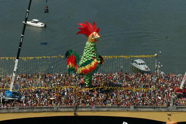 Montagem do galo começa na semana anterior ao carnaval. Foto: Jaqueline Maia/DP