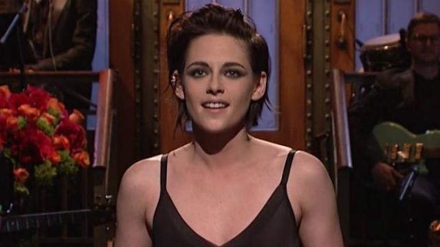 Kristen Stewart assume dua sexualidade durante o Saturday Night Live. Foto: NBC/Reprodução