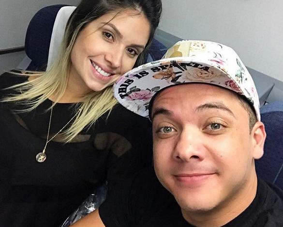 Cantor postou foto ao lado da esposa para comemorar o momento. Foto: Instagram/Reprodução