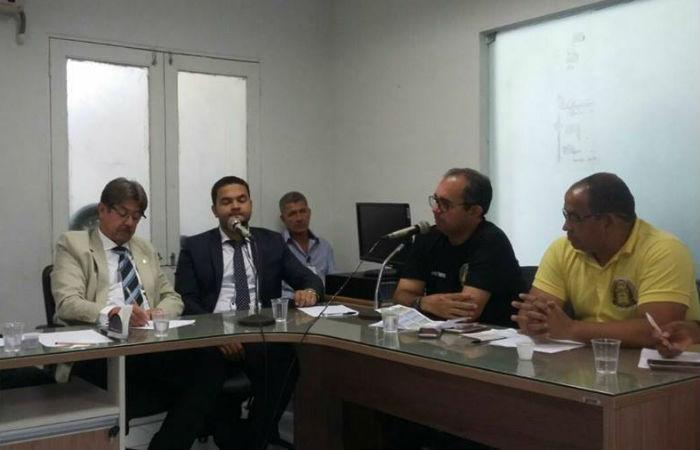 Resultado de imagem para Associação de Cabos e Soldados discute projeto de aumento salarial na Alepe