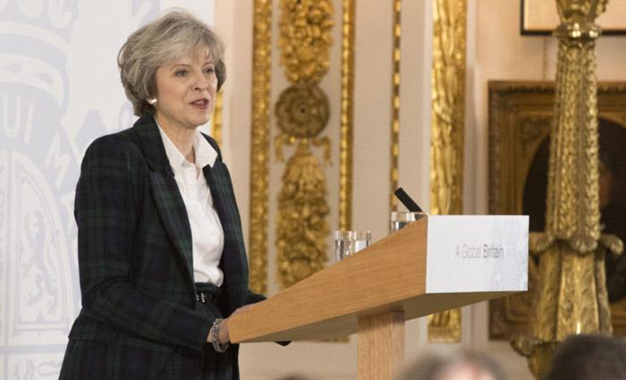 A expectativa da primeira-ministra, Theresa May, é acionar o Artigo 50, que dá início formal às negociações com a União Europeia. Foto: Jay Allen/ The Prime Minister%u2019s Office