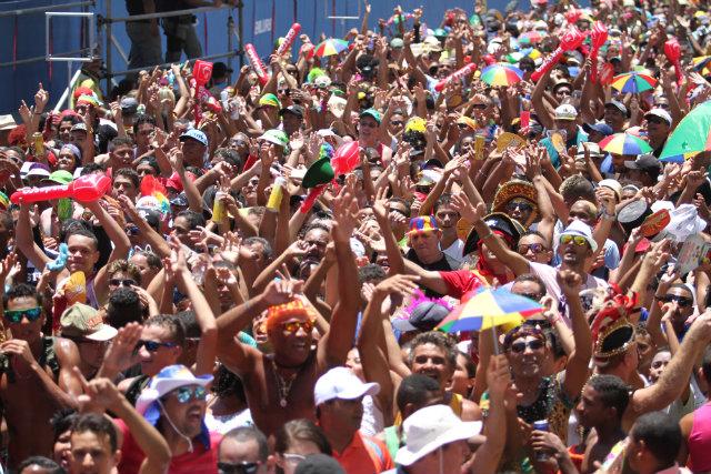 Milhões de foliões se reúnem todos os anos no Galo da Madrugada e é preciso ficar atento para não perder pertences. Foto: Peu Ricardo/Esp.DP