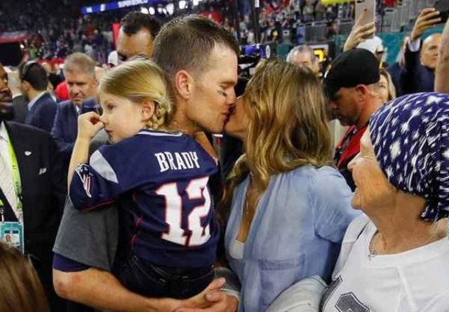 Tom Brady é o único jogador a conquistar cinco títulos da NFL. Foto: Kevin C. Cox/Getty Images/AFP