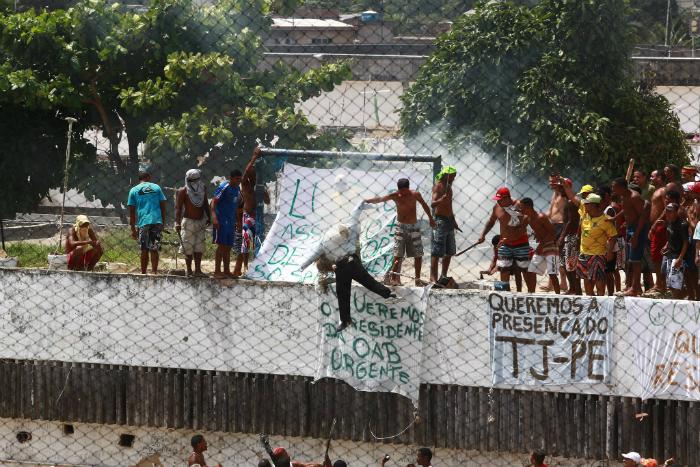 Rebelião no Complexo Prisional do Curado. Foto: Bernardo Dantas/DP (Rebelião no Complexo Prisional do Curado. Foto: Bernardo Dantas/DP)