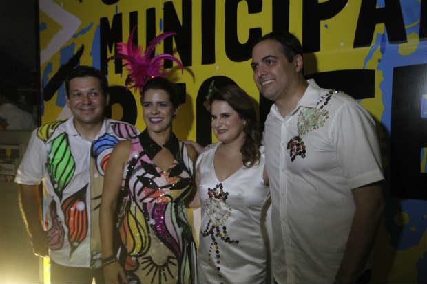 O governador e o prefeito participaram, neste sábado (18), da 53ª edição do Baile Municipal do Recife, reunindo familiares, amigos e aliados políticos. Foto: Ricardo Fernandes/DP
