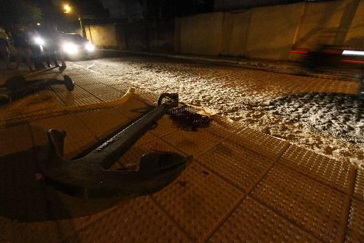 Marcas de sangue ficaram ao lado da âncora. Foto: Rafael Martins/ DP