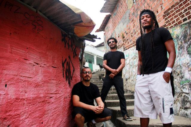 Devotos gravou o primeiro disco há 20 anos e agora revisita o álbum durante o carnaval. Foto: Aline Sales/Divulgação