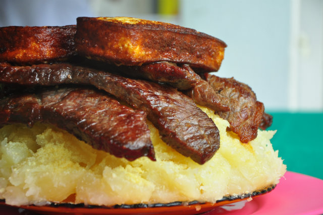 A Casa de Noca serve a tradicional macaxeira com carne de sol pernambucana. Foto: Maria Eduarda Bione/Esp.DP/DP