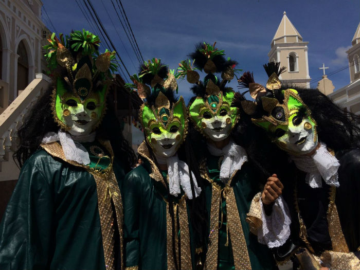 Grupo de bailarinos quis levar a 'moda antiga' ao carnaval de Bezerros. Foto: Paulo Paiva/DP.