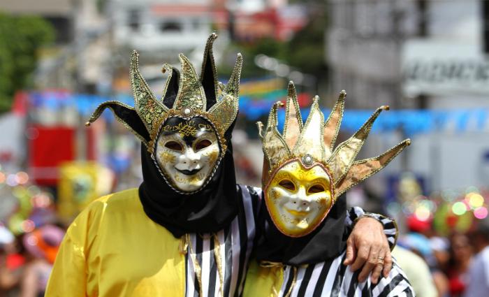 Casal trouxe as fantasias da Itália, direto para o Carnaval de Bezerros, Foto: Paulo Paiva/DP