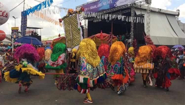 Festa conta com 36 agremiações que desfilam nas ruas do centro de Nazaré da Mata (Rafael Martins/Esp. DP)