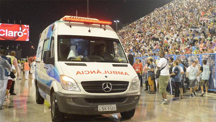 Ao todo, acidente no Sambódromo durante desfile do Paraíso do Tuiuti deixou 20 vítimas, na madrugada desta segunda-feira, no Rio de Janeiro (ARMANDO PAIVA/AGIF/ESTADÃO CONTEÚDO)