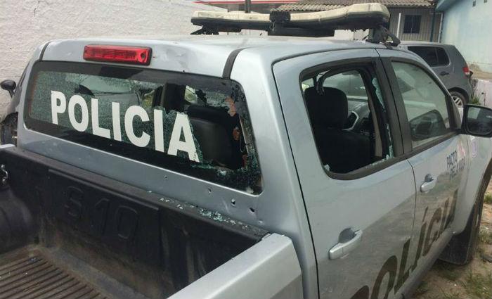 Os bandidos atiraram contra uma viatura da Polícia Militar. Foto: Reprodução/ WhatsApp