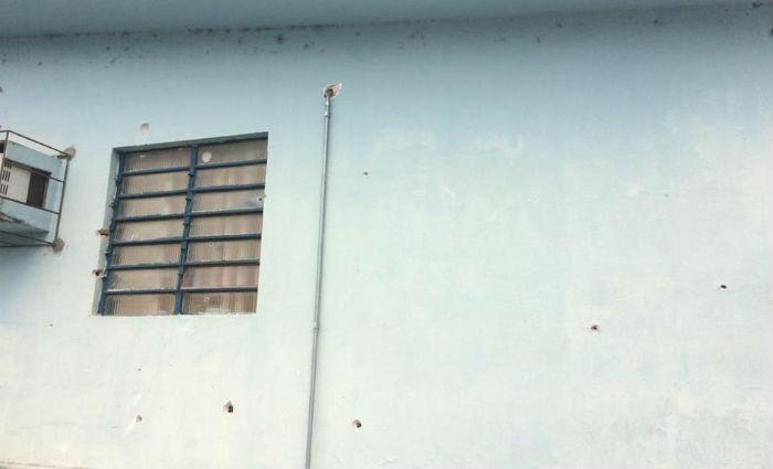 O prédio da delegacia também foi alvo dos disparos.Foto: Reprodução/ WhatsApp