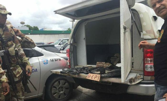 Operação apreendeu explosivos e armas, entre elas dois fuzis R15 e duas pistolas .40. Foto: Carol Sá Leitão/ DP