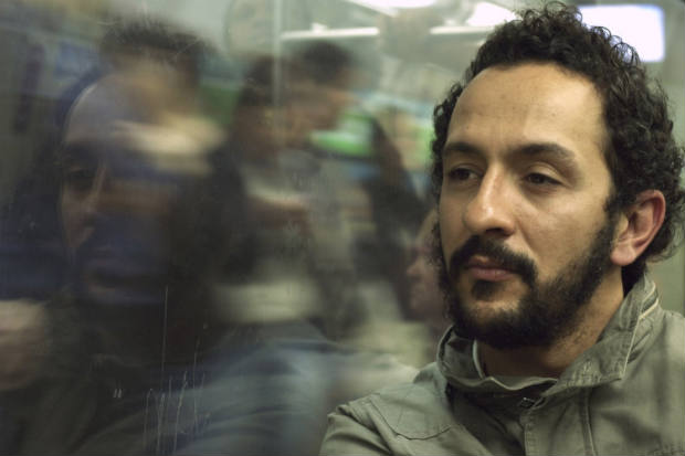 """Pernambucano Irandhir Santos viveu fotógrafo no filme """"Permanência"""". Foto: Leonardo Lacca/Divulgação"""
