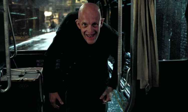 Interpretado por Jim, Tom comanda um pub para bruxos em Harry Potter. Foto: Warner/Reprodução
