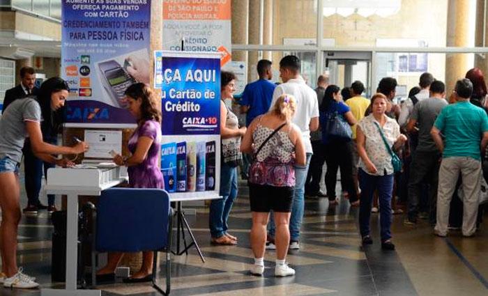 Caixa antecipou horário de atendimento para facilitar saque de conta inativa do FGTS. Foto: Rovena Rosa/Agência Brasil