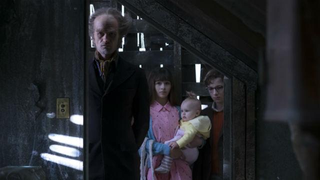 Produção acompanha sequência de fatos infelizes na vida de três jovens órfãos. Foto: Netflix/Divulgação