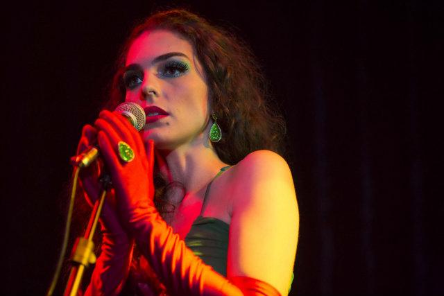 A atriz Julia Konrad será filha de cantor de brega no longa-metragem. Foto: Fabio Braga/Divulgação