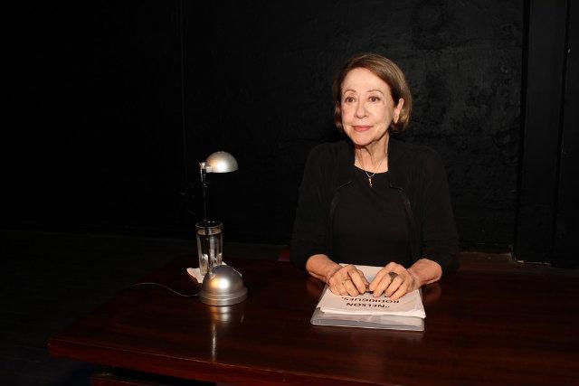 """Em cena, a artista apresentava o monólogo """"Nelson Rodrigues por ele mesmo"""". Foto: Festival de Teatro de Curitiba/Divulgação"""