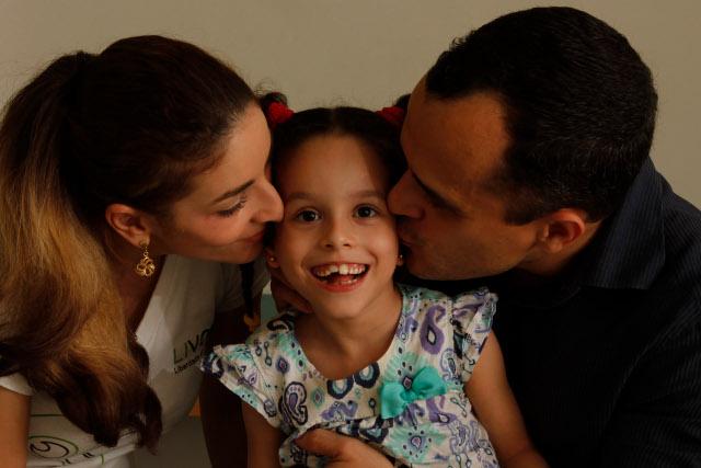 Carlos Pereira, pai de Clarinha, foi premiado na ONU por desenvolver ferramenta para facilitar a comunicação com a filha. Crédito: Ricardo Fernandes/DP/D.A Press (Ricardo Fernandes/DP/D.A Press)