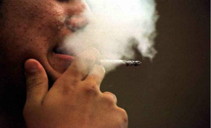 A ação é diferente da provocada em remédios usados para combater o tabagismo, mas pode provocar efeitos colaterais pelo fato de se ligar a outros receptores de nicotina não envolvidos com o vício. Foto: Kleber Lima/CB/D.A Press