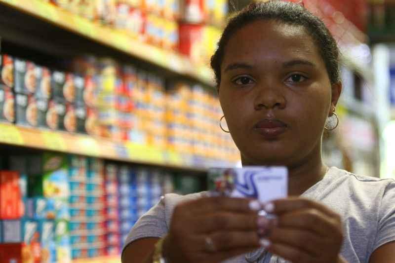 Andreane leva marmita para o trabalho. Valor do tíquete é insuficiente. Foto: Luis Nova/Esp.CB/D.A.Press.