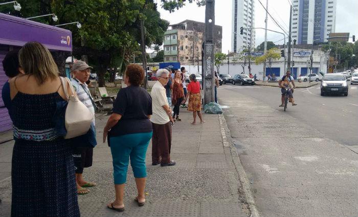 A mobilização pegou os usuários de surpresa. As paradas de ônibus ficaram lotadas. Foto: Samuel Calado/Esp.Dp
