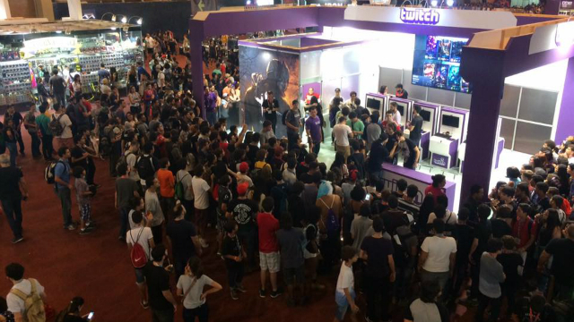 Filas para participar de jogos em estandes pode durar mais de 40 minutos. Foto: Eduarda Fernandes/Esp. DP