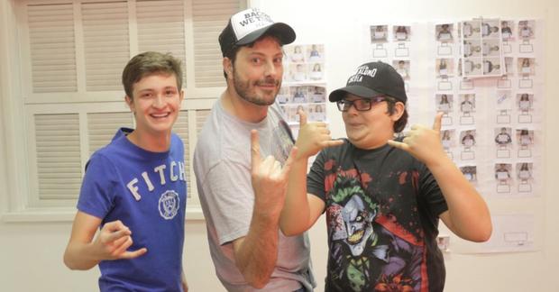 Gentili (centro), atua como mentor às avessas no filme. Foto: Warner Bros./Divulgação