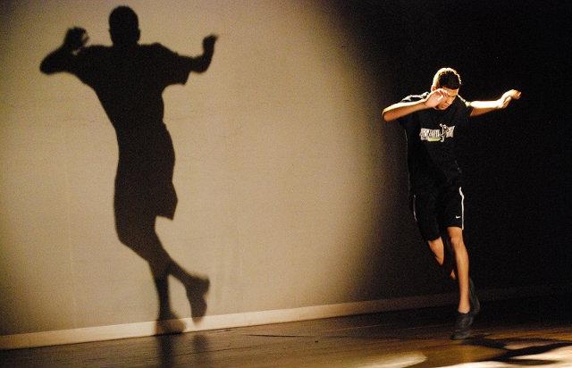 O espetáculo está marcado para ocorrer de 27 a 29 de abril, na Caixa Cultural Recife. Foto: Bernardo Cortes/Divulgação