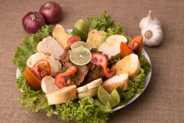O prato A língua de Seu Biu é homenagem ao patriarca que dá nome ao boteco em Olinda. Foto: Costa Neto/Divulgação