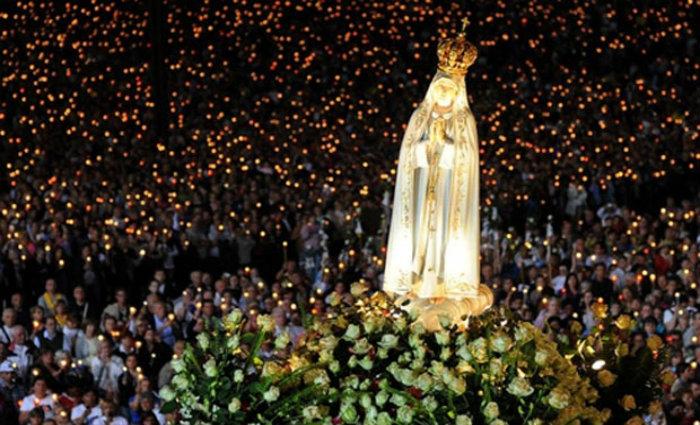 Em 13 de maio, os católicos celebram a primeira aparição em 1917 da Virgem Maria. Foto: AFP