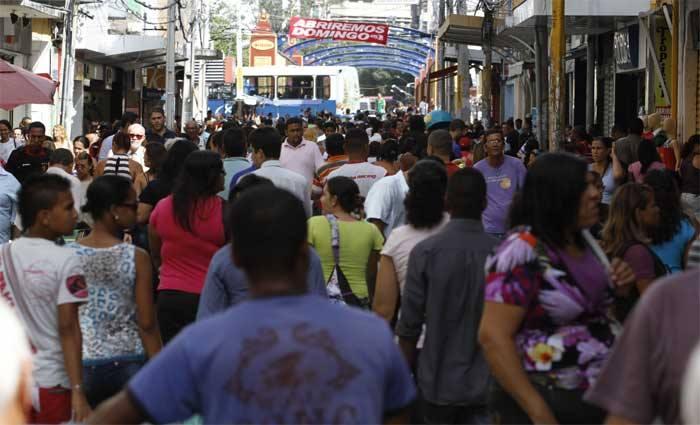 Comércio terá horário modificado em decorrência do feriado. Foto: Blenda Souto Maior/Diario de Pernambuco