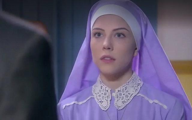 Irmã Cecília vive o dilema de se entregar ao amor de Gustravo. Foto: SBT/Divulgação