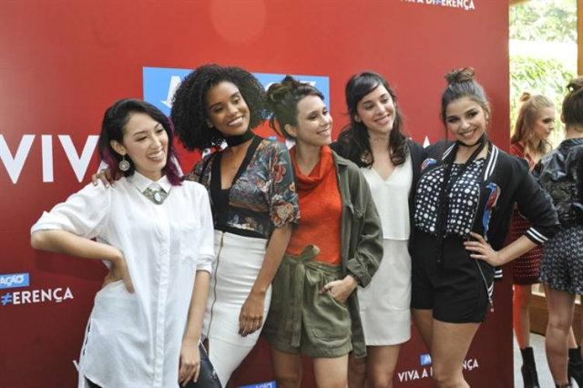 Elenco celebra as diferenças na nova trama, que estreia no início de maio. Foto: Globo/Ramón Vasconcelos