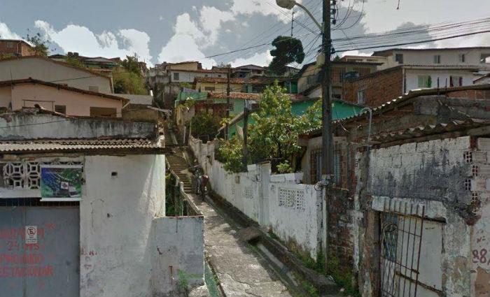 Crimes foram cometidos dentro da casa da família, na Rua Bonfim, e sido presenciados pela filha mais velha do casal, de 12 anos. Foto: Reprodução/Google Street View