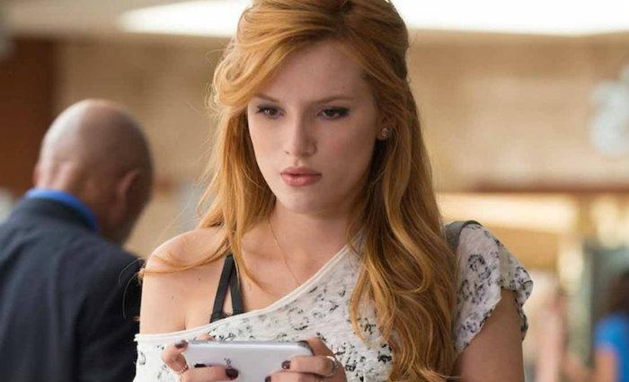 Protagonista vivida por Bella precisa conciliar gravações com estudos na faculdade. Por que simplesmente não trancar o curso?